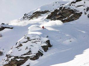 Skiing on powder at Meribel Ski Resort